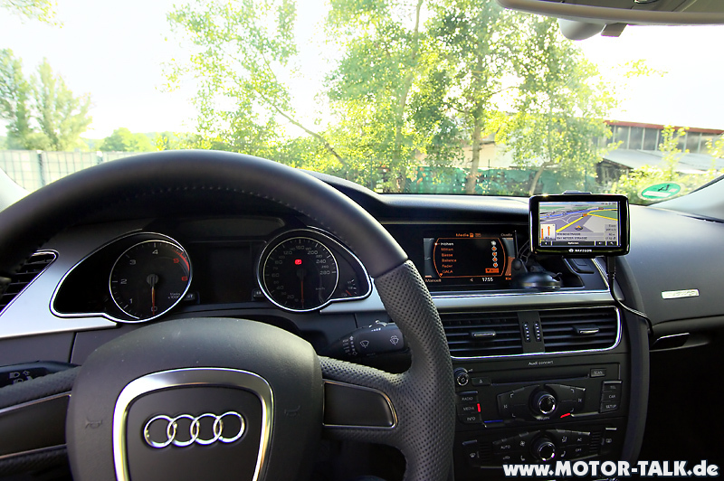 wo tomtom navi platzieren audi q5 8r. Black Bedroom Furniture Sets. Home Design Ideas